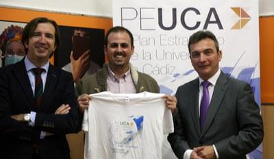 La Universidad de Cádiz entrega el premio al autor del eslogan ganador del II PEUCA.