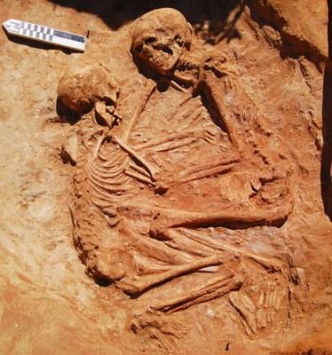Un abrazo de seis mil años, nuevos datos sobre la necrópolis neolítica de San Fernando